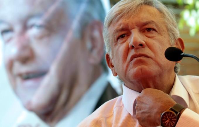 PUEBLA, PUEBLA., 15AGOSTO2015.- Andrés Manuel López Obrador, dirigente nacional de MORENA inauguró la sede del comité estatal de MORENA y dio inicio a su gira Sí hay salida, para posteriormente trasladarse a los municipios de Atlixco y San Martín Texemelucan. FOTO: HILDA RÍOS /CUARTOSCURO.COM