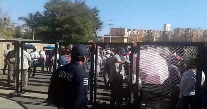 maestros-inician-protesta-contra-murat-en-congreso-de-oaxaca
